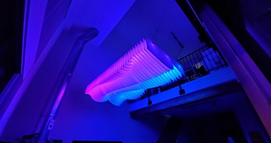 light s well es una instalacion de iluminacion personalizada controlada por voz 5f752432ed97d - Electrogeek