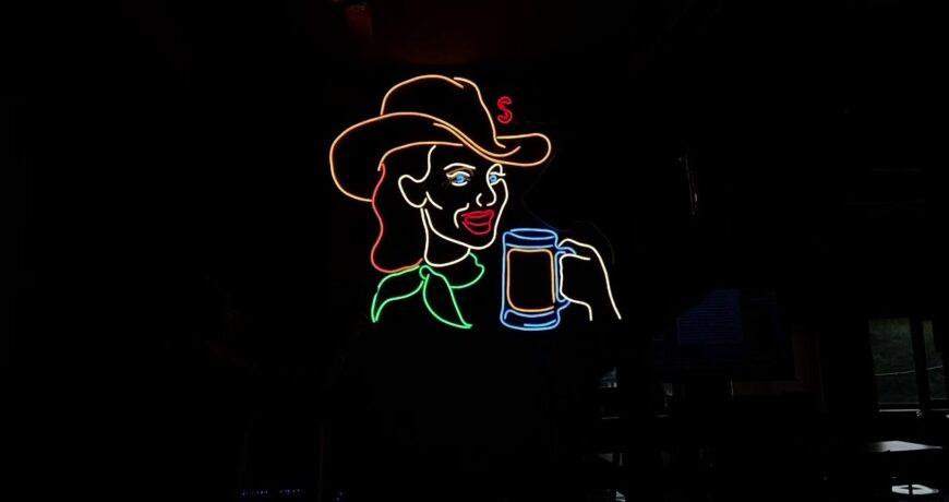 un letrero de neon de la vieja escuela hecho con led 5fa49a5dbbf93 - Electrogeek